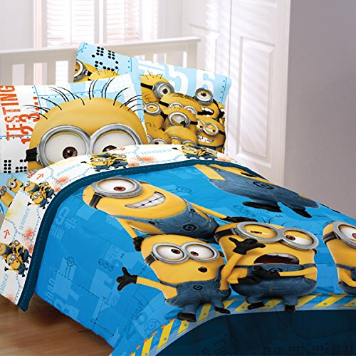 Enjoy A Room Full Of Wide Eyed Wonder With The Explosion Of Minions On This FULL  Size, 5 Piece Despicable Me Bedding Set. This Is From The Despicable Me ...